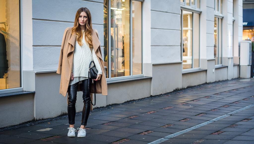 Casual Camel Coat | Lisa Fiege