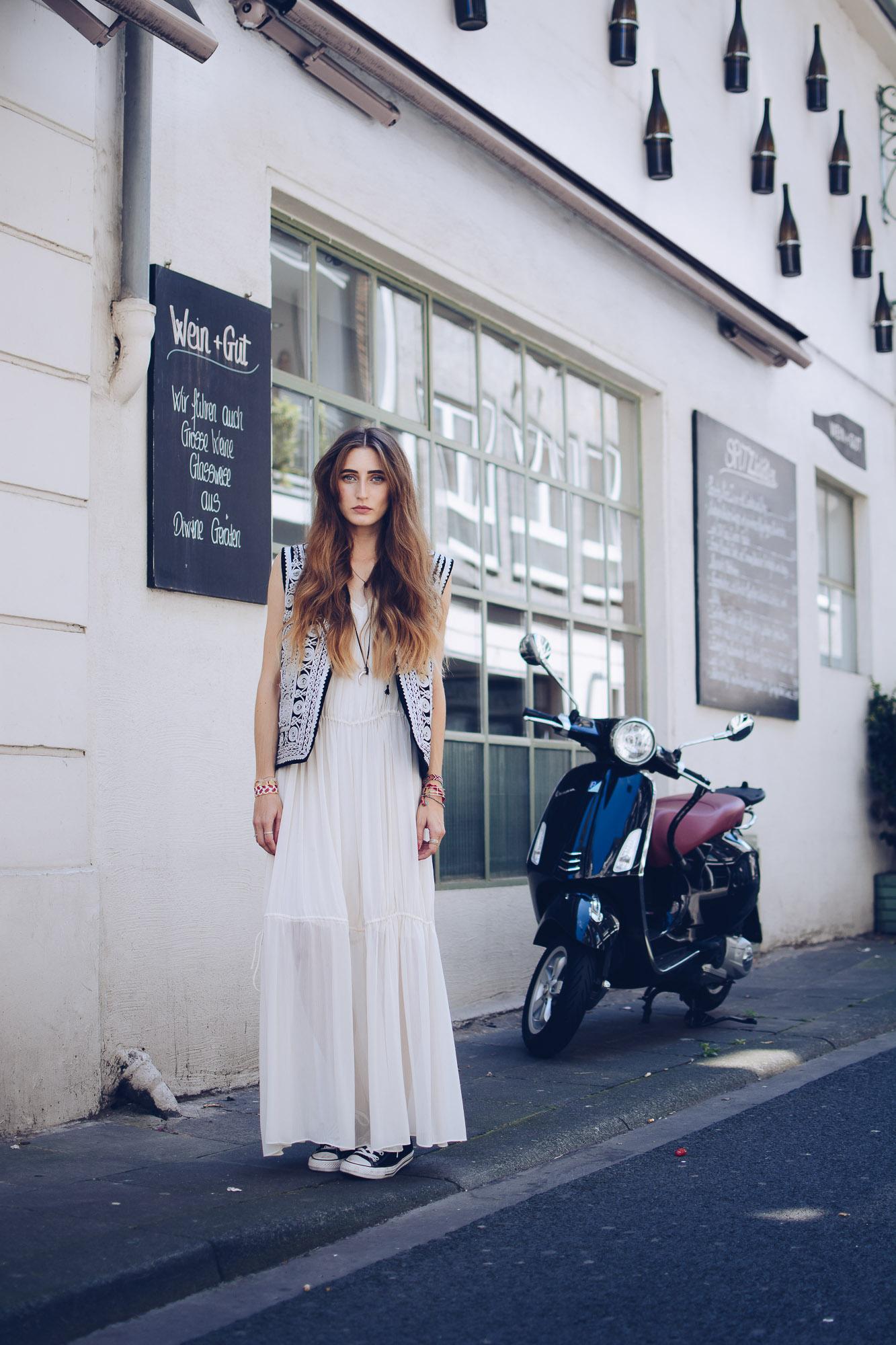 Maxi Dress & Chucks | Lisa Fiege