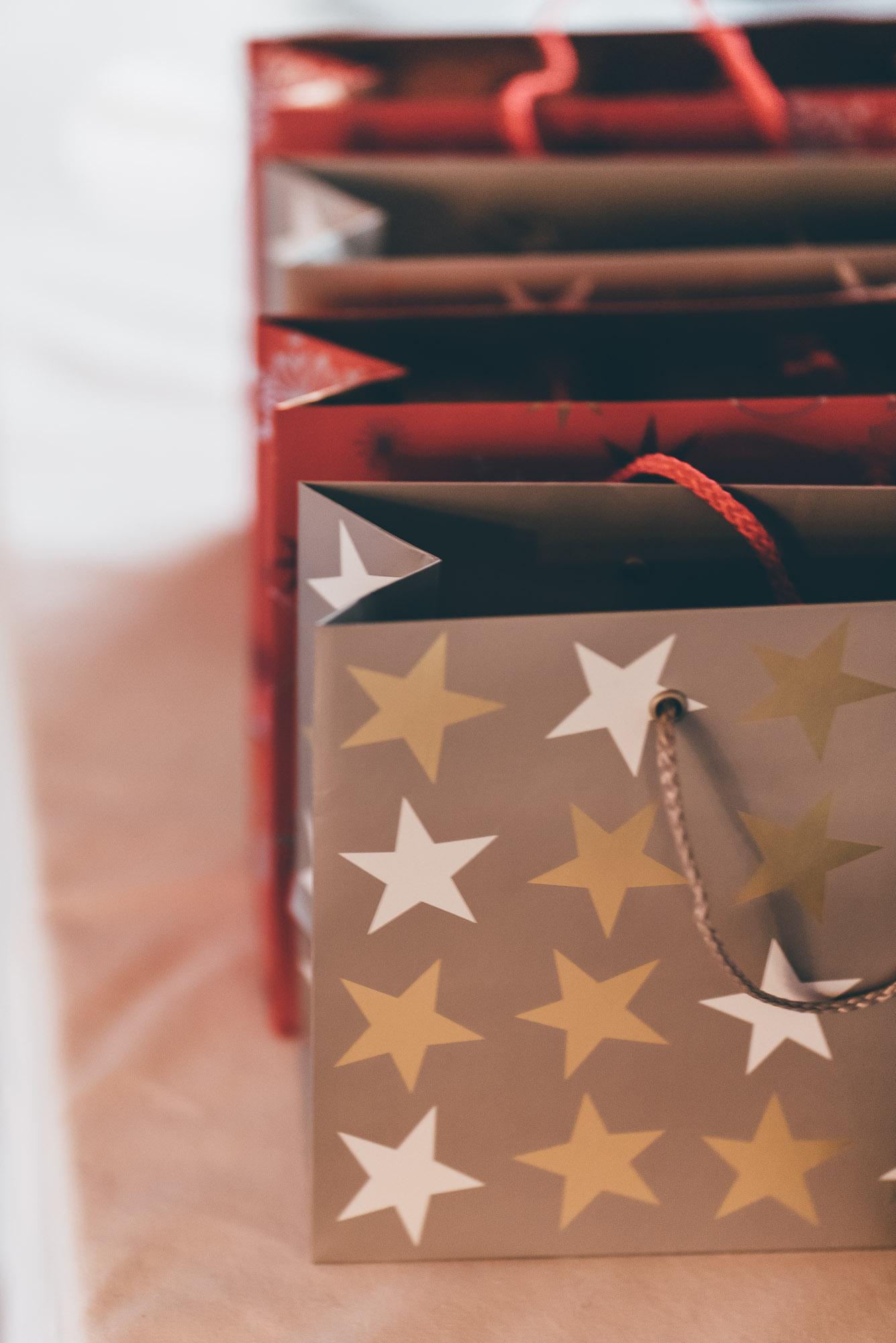 Goodie Bags for my Girls Ich habe beschlossen meinen Mädels und meiner Familie eine kleine Freude zu machen und habe ihnen Goodie Bags mit meinen momentanen Favoriten zusammengestellt. Diese sind übrigens auch perfekte Wichtelgeschenke oder sind eine Idee falls ihr noch eine Kleinigkeit zu Weihnachten sucht.